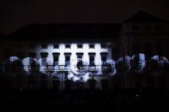 L'installazione Mutis di Videomappaing da Tigrelab ha proiettato al fest di casa della luce di segnalazione di Tyrs del monumento Immagini Stock Libere da Diritti