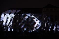 L'installazione Mutis di Videomappaing da Tigrelab ha proiettato al fest di casa della luce di segnalazione di Tyrs del monumento Immagini Stock