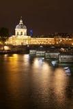 L'Institut de Γαλλία τη νύχτα Στοκ φωτογραφία με δικαίωμα ελεύθερης χρήσης