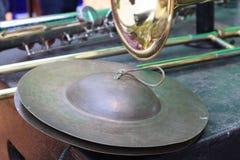 L'instrument de musique haut étroit en métal a battu le dessiccateur de machine image libre de droits