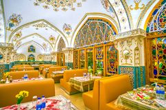 L'intérieur coloré du restaurant de Baastan, Isphahan, Iran images libres de droits
