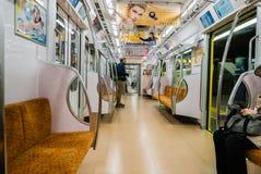 L'intérieur d'un chariot de métro à Tokyo photos stock