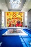 L'intérieur de l'église dans Domus Galilaeae, Israël Photos stock