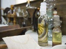 L'intérieur de la vieille pharmacie Photos libres de droits