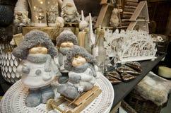 L'intérieur de l'les articles à la maison font des emplettes avec des decoratoins de Noël Photo libre de droits