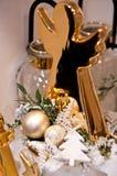 L'intérieur de l'les articles à la maison font des emplettes avec des decoratoins de Noël Images libres de droits