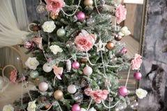L'intérieur de nouvelle année et de Noël dans la couleur rose Image libre de droits
