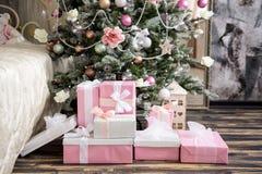 L'intérieur de nouvelle année et de Noël dans la couleur rose Photo stock