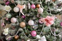 L'intérieur de nouvelle année et de Noël dans la couleur rose Photographie stock