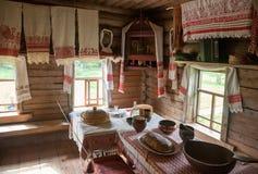 L'intérieur du musée de l'architecture en bois Vitoslavlitsy Photographie stock libre de droits
