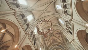 L'int?rieur de Bern Cathedral dans la ville de Berne switzerland banque de vidéos