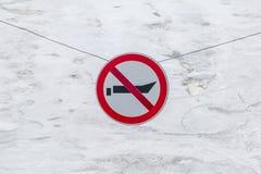 L'interdiction du mouvement de signe du petit navire est interdite Image stock