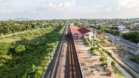 L'interdiction Kok de station de train de vue aérienne a lancé le barrage Lopburi de PA Sak thaïlandais Photographie stock