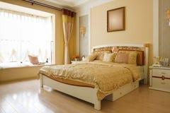 L'interiore costoso di lusso della camera da letto Immagine Stock Libera da Diritti