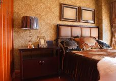 L'interiore costoso di lusso della camera da letto Fotografie Stock Libere da Diritti