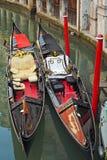L'interiore della gondola veneziana tradizionale Immagini Stock Libere da Diritti
