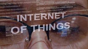 L'Internet des choses textotent sur le fond du promoteur femelle clips vidéos