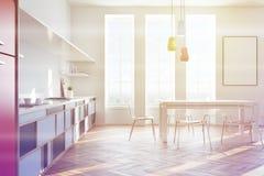 L'interno bianco della cucina, manifesto, parteggia tonificato Immagine Stock