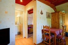 L'interno comodo della casa della campagna dentro alsacien lo stile Fotografie Stock