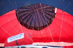 L'interno del baldacchino di una mongolfiera come è gonfiata Fotografia Stock Libera da Diritti