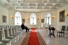 L'interno del corridoio bianco della cappella del priore Palac fotografia stock