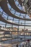 L'interno della cupola dell'edificio di Reichstag Immagini Stock