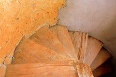 L'interno delle scale ha fortificato la chiesa evangelica del sassone medievale in Veseud, Zied, Transilvania, Romania Immagini Stock