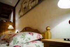 L'interno di legno dell'appartamento di Cosiness, alsacien lo stile classico immagine stock