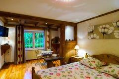 L'interno di legno dell'appartamento di Cosiness, alsacien lo stile classico fotografia stock libera da diritti