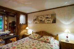 L'interno di legno dell'appartamento di Cosiness, alsacien lo stile classico fotografie stock
