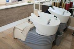 L'interno di un salone della stazione termale Sedia per lavare capelli Fotografia Stock