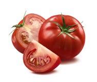L'intero pomodoro, la metà ed il quarto collegano su backgroun bianco Fotografia Stock