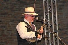 L'interprète de rue joue le banjo Images libres de droits