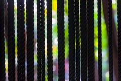 L'intrecciatura dei fili di arte dentro garten il fondo variopinto fotografie stock libere da diritti