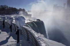 L'inverno di caduta di Niagara trascura Immagine Stock