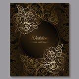 L'invitation l'?pousant de luxe royale de chocolat exquis, le fond floral d'or avec le cadre et l'endroit pour le texte, feuillag illustration stock