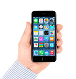 L'iPhone noir 6 d'Apple montrant homescreen Images libres de droits