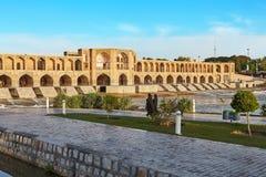 L'Iran, Isphahan, Polonais Khaju, vue de côté du pont de Khajoo image stock