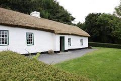 l'Irlandais de maison a couvert de chaume Images libres de droits