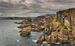 l'Irlande, falaises dans la tête de Mizen Photos stock