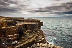 l'Irlande, falaises sous le ciel excessif, tête de boucle Images libres de droits