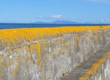 L'Irlande un mur coloré de port près de Sligo photographie stock libre de droits