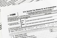 L'IRS forment la déclaration d'impôt sur le revenu de 1120S Small Corporation Images stock