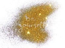 L'iscrizione è voi stessi sulla scintilla dorata di scintillio su fondo bianco Immagini Stock Libere da Diritti