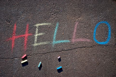 L'iscrizione ciao estratta su asfalto Fotografie Stock Libere da Diritti