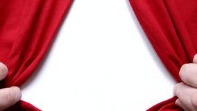 L'iscrizione di Buon Natale compare dopo l'apertura delle tende rosse su bianco royalty illustrazione gratis