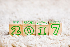 L'iscrizione 2017 ha fatto dei cubi di legno che si trovano sul tappeto di Terry Immagine Stock