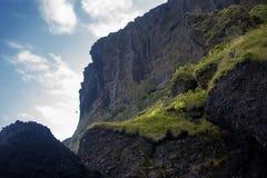 L'Islanda, scogliera dell'alta montagna Bello paesaggio Fotografie Stock