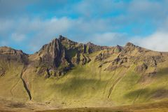 L'Islanda, scogliera dell'alta montagna Bello paesaggio Immagine Stock Libera da Diritti