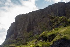 L'Islanda, scogliera dell'alta montagna Bello paesaggio Immagine Stock